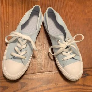 Converse all star tennis shoes in light blue.
